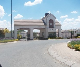 R 24,000 - 3 Bed Property To Rent in Bryanston West