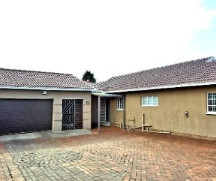 R 1,200,000 - 3 Bed House For Sale in Lenasia South