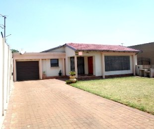 R 1,750,000 - 3 Bed Home For Sale in Lenasia