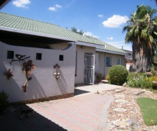 R 820,000 - 3 Bed Home For Sale in Riebeeckstad
