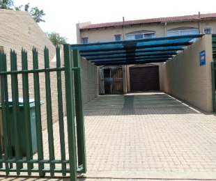 R 770,000 - 3 Bed Property For Sale in Dagbreek