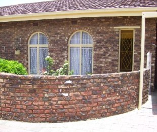 R 860,000 - 3 Bed Property For Sale in Dagbreek