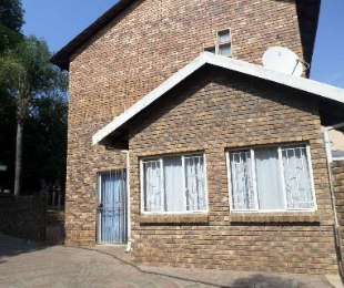 R 1,050,000 - 4 Bed Property For Sale in Florauna