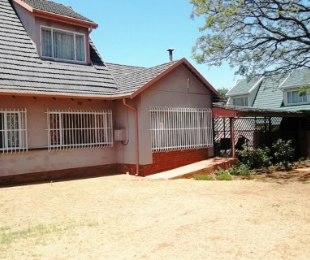 R 1,100,000 - 5 Bed House For Sale in Marlands