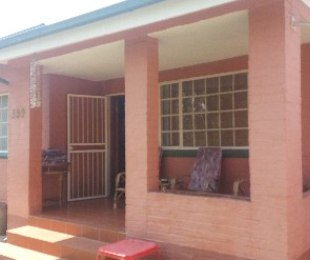 R 900,000 - 2 Bed House For Sale in Akasia