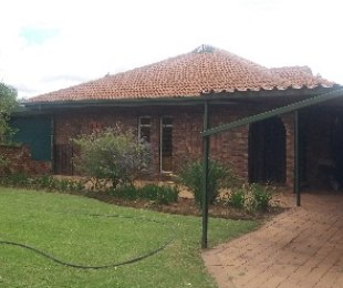 R 920,000 - 3 Bed House For Sale in Dorandia