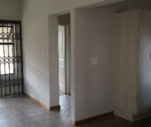 R 6,900 - 2 Bed Flat To Rent in Honeydew Ridge