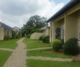 R 580,000 - 1 Bed Property For Sale in Ormonde