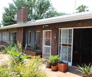 R 1,400,000 - 4 Bed House For Sale in Valhalla