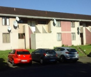 R 500,000 - 2 Bed Apartment For Sale in Bellair