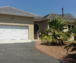 R 2,499,000 - 4 Bed House For Sale in Durbanville