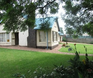 R 1,250,000 - 3 Bed House For Sale in Rhodesfield