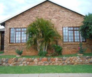 R 1,295,000 - 3 Bed House For Sale in Theresapark