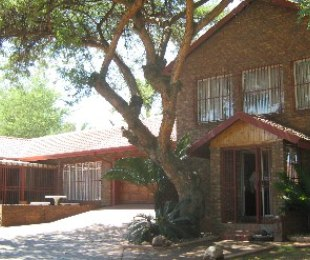 R 2,280,000 - 4 Bed House For Sale in Ninapark