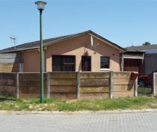 R 850,000 - 2 Bed House For Sale in Kraaifontein