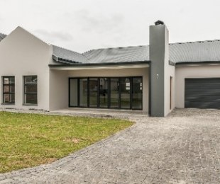 R 2,500,000 - 3 Bed House For Sale in Kraaibosch