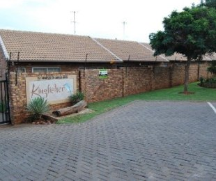 R 462,000 - 1 Bed Flat For Sale in Highveld