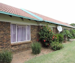 R 920,000 - 3 Bed Property For Sale in Birchleigh North