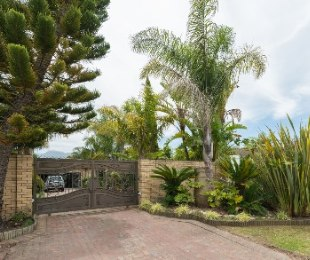 R 3,370,000 - 4 Bed House For Sale in Loerie Park