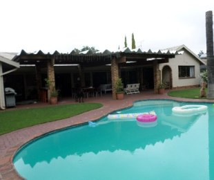 R 2,200,000 - 4 Bed Property For Sale in Jim Fouchepark
