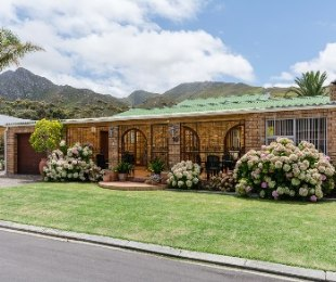 R 1,850,000 - 4 Bed Home For Sale in Klein Berlyn