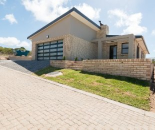 R 1,890,000 - 3 Bed House For Sale in Dana Bay