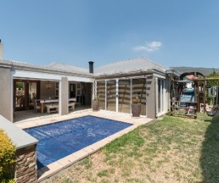 R 2,390,000 - 3 Bed House For Sale in Paarl North