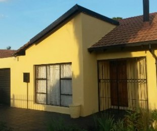 R 800,000 - 3 Bed House For Sale in Akasia