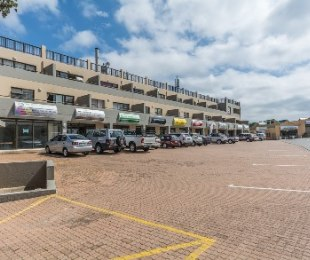 R 595,000 - 2 Bed Flat For Sale in Mossel Bay