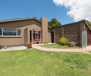 R 1,280,000 - 4 Bed House For Sale in George East