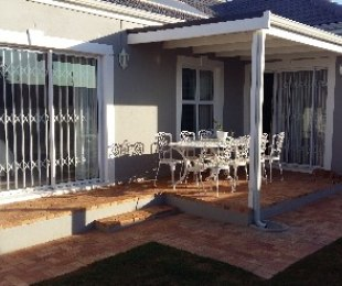 R 2,295,000 - 2 Bed Home For Sale in Pinehurst