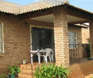 R 1,170,000 - 3 Bed House For Sale in Theresapark