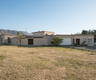 R 3,995,000 - 5 Bed Home For Sale in Firlands