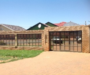 R 650,000 - 3 Bed Home For Sale in Dobsonville