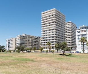 R 38,000 - 2 Bed Apartment To Rent in Sea Point