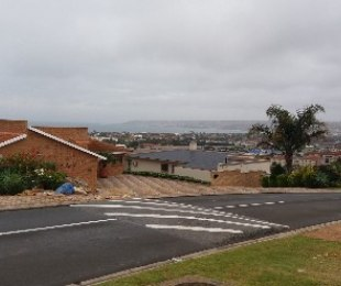 R 3,300,000 - 8 Bed House For Sale in Hartenbos