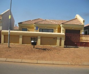 R 665,362 - 3 Bed Home For Sale in Bergsig