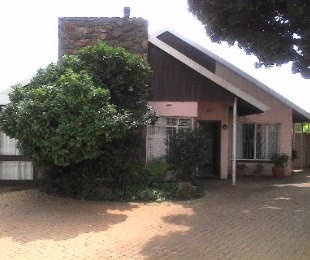 R 2,400,000 - 4 Bed House For Sale in Evans Park