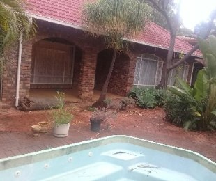 R 1,200,000 - 4 Bed House For Sale in Amandasig