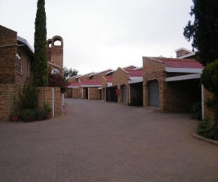 R 820,000 - 3 Bed Property For Sale in Dagbreek