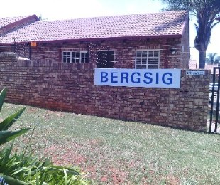 R 695,000 - 2 Bed Home For Sale in Amandasig