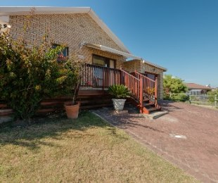 R 1,260,000 - 3 Bed House For Sale in Reebok