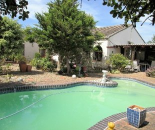 R 3,950,000 - 4 Bed House For Sale in Meadowridge