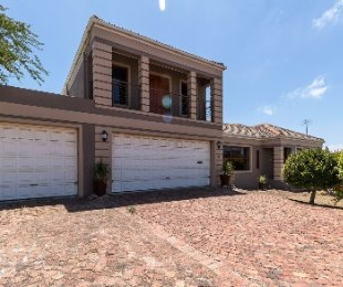 R 2,850,000 - 4 Bed Home For Sale in Langeberg Heights