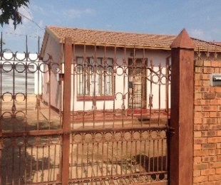 R 350,000 - 2 Bed House For Sale in Soshanguve