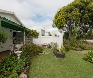 R 895,000 - 4 Bed House For Sale in Groot Brakrivier
