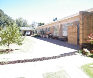 R 1,100,000 - 3 Bed House For Sale in Riebeeckstad