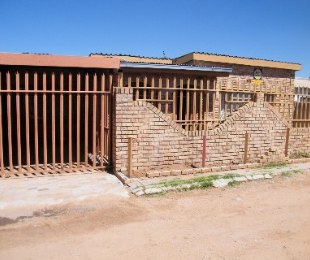 R 450,000 - 3 Bed House For Sale in Thabong