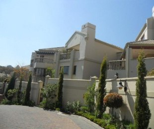 R 19,999 - 3 Bed Apartment To Rent in Hyde Park