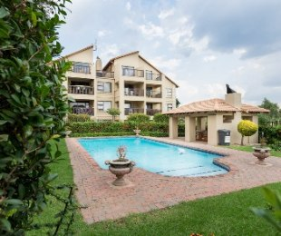 R 880,000 - 1 Bed Property For Sale in Sunningdale
